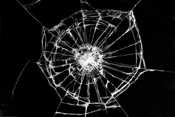 Как устранить трещину на стекле
