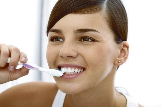 Как правильно чистить зубы пищевой содой