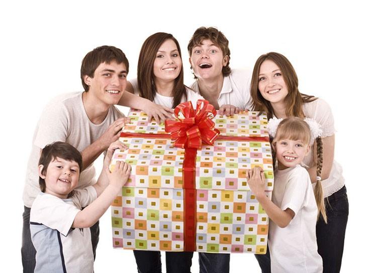 Как выбрать подарок возрастной