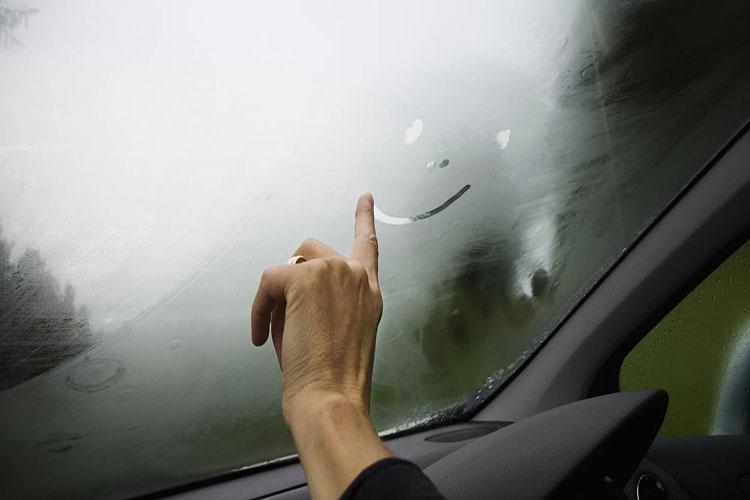 Избавиться от запотевания стекол в автомобили