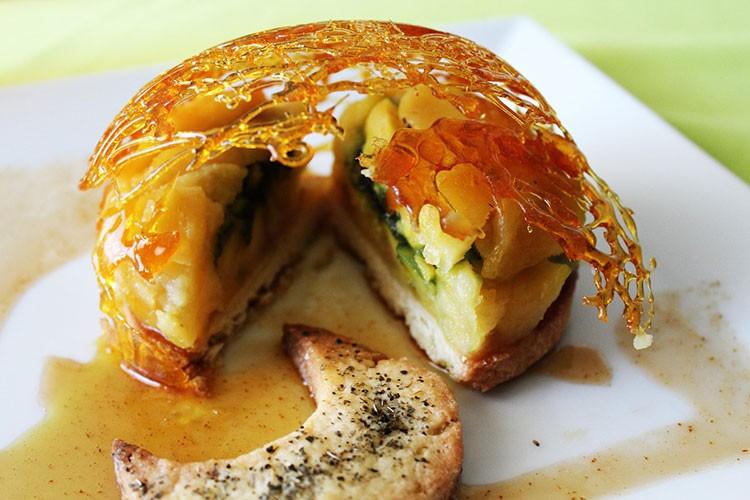 Приготовить медовый пирог с яблоками